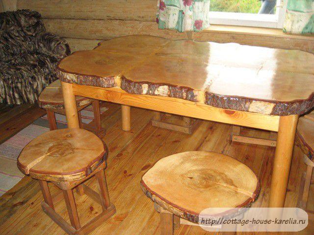Стол из кругляка дерева